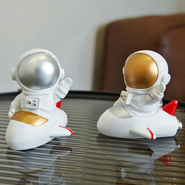 Nordic Style 3D Astronaut Figurines Home Decoration Crafts Moon Miniatures House Decor Planet Decorations for Kids Room Gifts 4