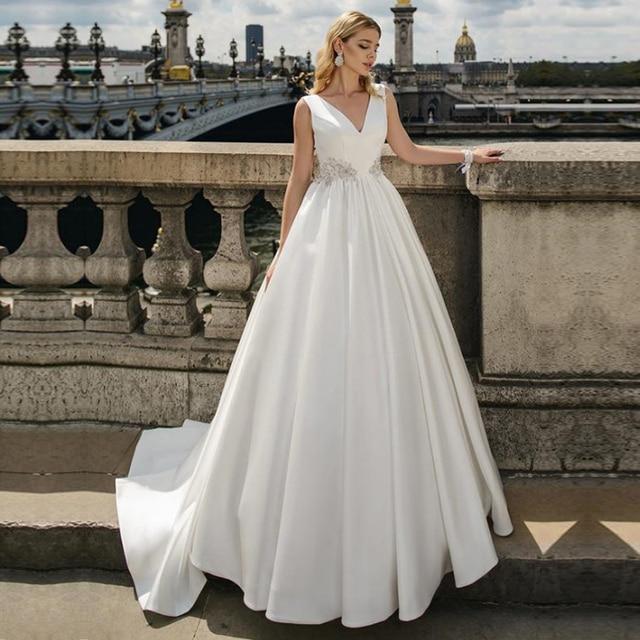 ที่ไม่ซ้ำกันซาติน V Neck A Line ชุดแต่งงานกับ Beadings งานแต่งงาน Gowns แขนกุด Vestido de Noiva Custom Made Ball Gown