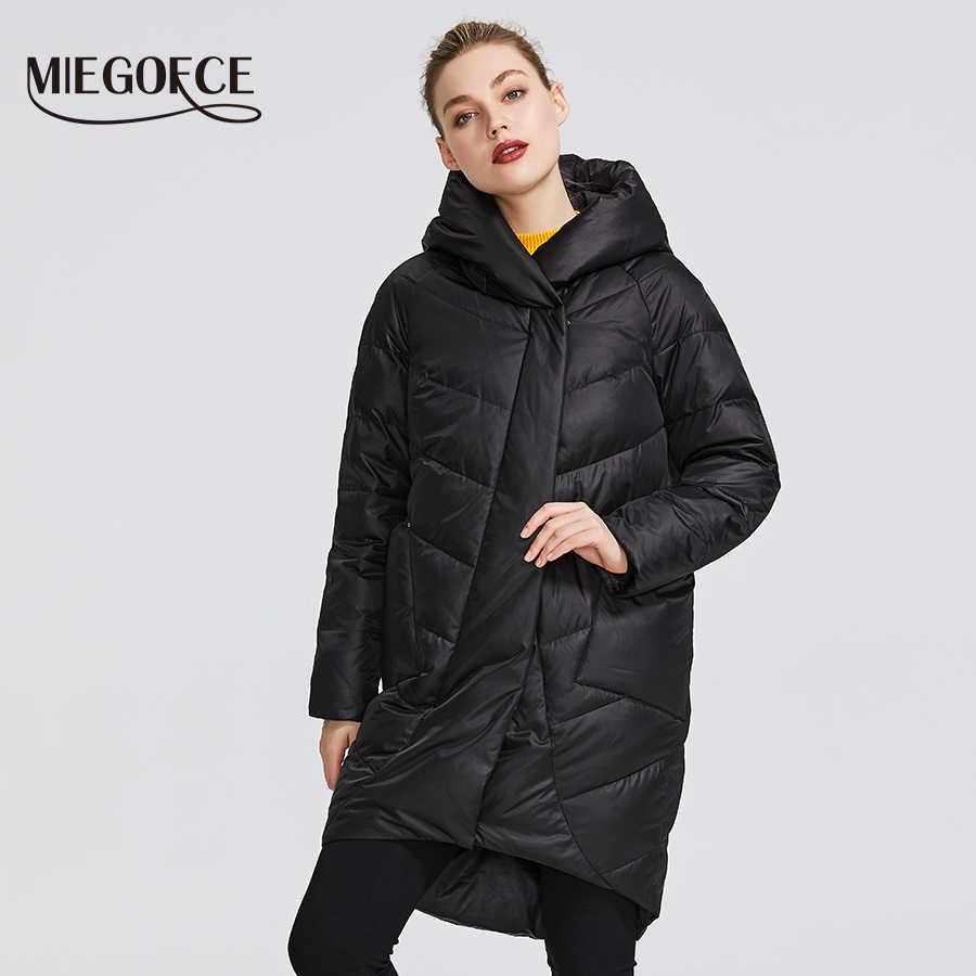 MIEGOFCE 2019 Зимняя куртка женская коллекция теплая куртка придает очаровательность и элегантность пальто зимнее подходит для всех видов фигуры двоиная защита от холода длина до колен и стоячий воротник с капюшоном