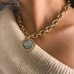 HUANZHI 2019 New Retro Geometric Stone Pattern Thick Chain Gold Metal Necklaces for Women Girls Party Vintage Fashion Jewelry