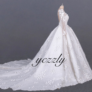 Image 2 - Saudi Arabic Wedding Gown Vintage V neck Long Sleeves Ball Gown Wedding Dress Plus Size Off White Lace Flowers Bride Dress YW276