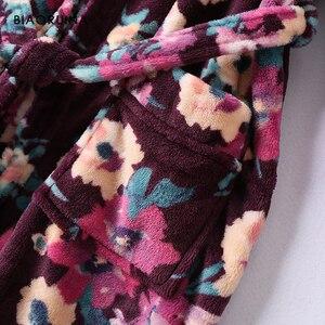 Image 5 - BIAORUINA Женские винтажные фланелевые длинные халаты с цветочным принтом и поясом, зимняя теплая Повседневная одежда для сна, нижнее белье
