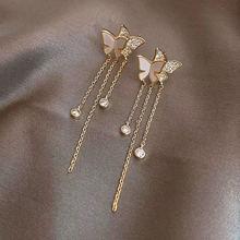 Женские серьги подвески золотистого цвета с бабочками и кисточками
