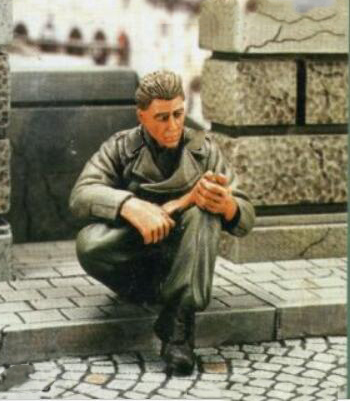 Resin Assembly  Kits 1/ 35  Panzer Crew Member Sitting Unpainted Kit Resin Model Free Shipping