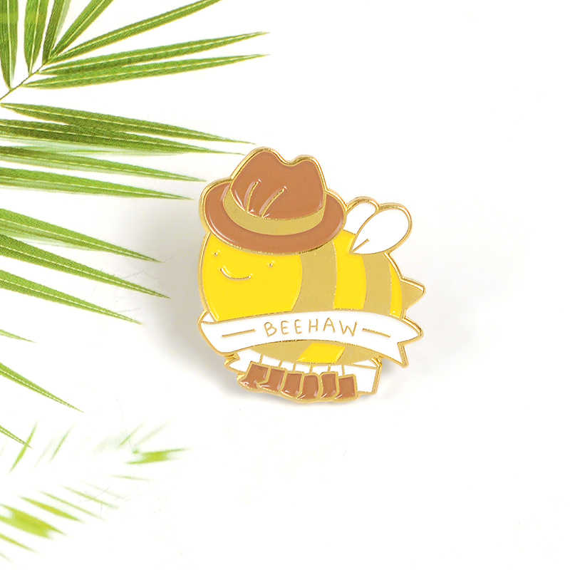 """Hayvanlar sarı """"BEEHAW"""" Slogan beyaz şerit Laborious bal arı kanatları giyim botları broş Squabby şerit şapka broşlar iğneler"""