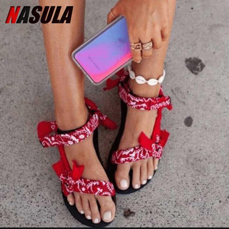 INS sıcak kadınlar düz sandalet yaz açık plaj ayakkabısı burnu açık Graffiti tarzı rahat siyah kırmızı bayan ayakkabıları kaymaz artı boyutu 43