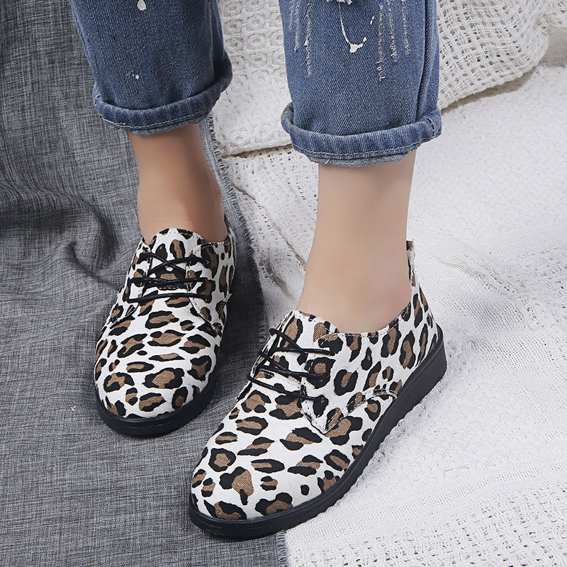 Lady's White Leopard Designed Shoes Woman Lace Up Sneaker Vulcanized Flat Shoes Girls Stylish Printing Shoes Large Size 34-44