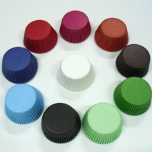 50X düz SolidColor Cupcake Liner beyaz siyah Polka Dot kahverengi yeşil pişirme Muffin kutu fincan vaka tepsisi kek kalıp dekorasyon araçları