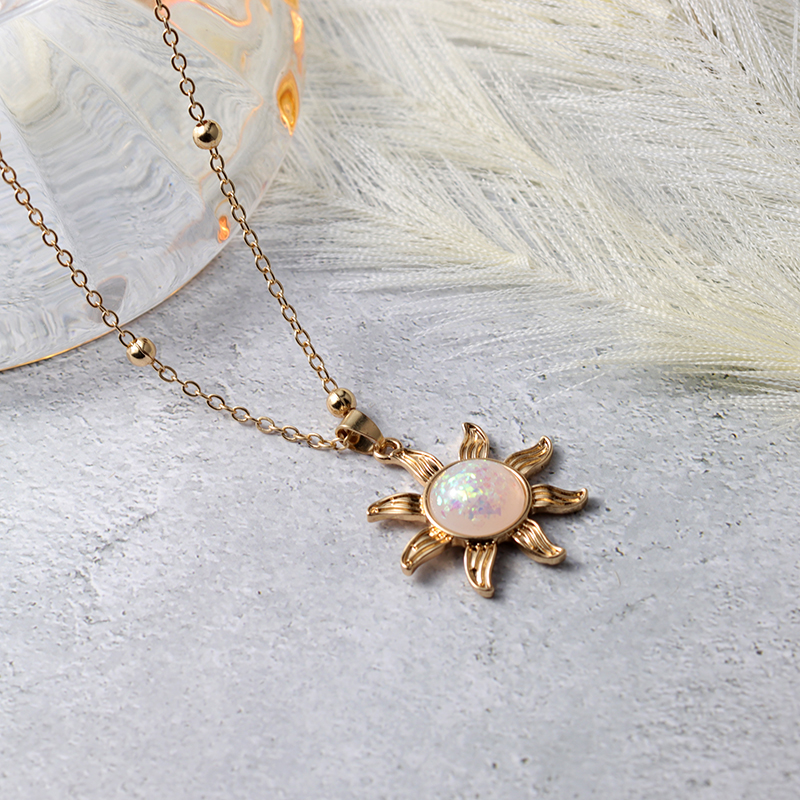 New Trendy Alloy Cute Elegant Sun Luck Pendant Necklaces for Women Fashion Accessories Jewelry