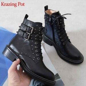 Image 1 - Krazing pot couro genuíno rendas até rebite design do punk europeu fivela de cinto encantador dedo do pé redondo grosso med saltos meados de bezerro botas l01