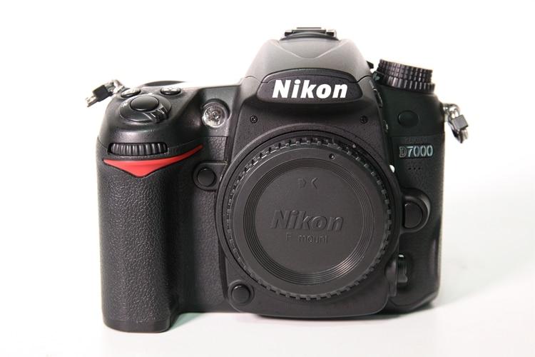 Б/у Nikon D7000 16.2MP DSLR Камера с 3,0 дюйма ЖК-дисплей (только корпус)