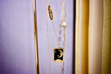 18K из плотной ткани желтого цвета украшения из настоящего золота (AU750) женские ins стиль эмаль звезды и луна Миф двойной Lucky Романтика ожерелье ...