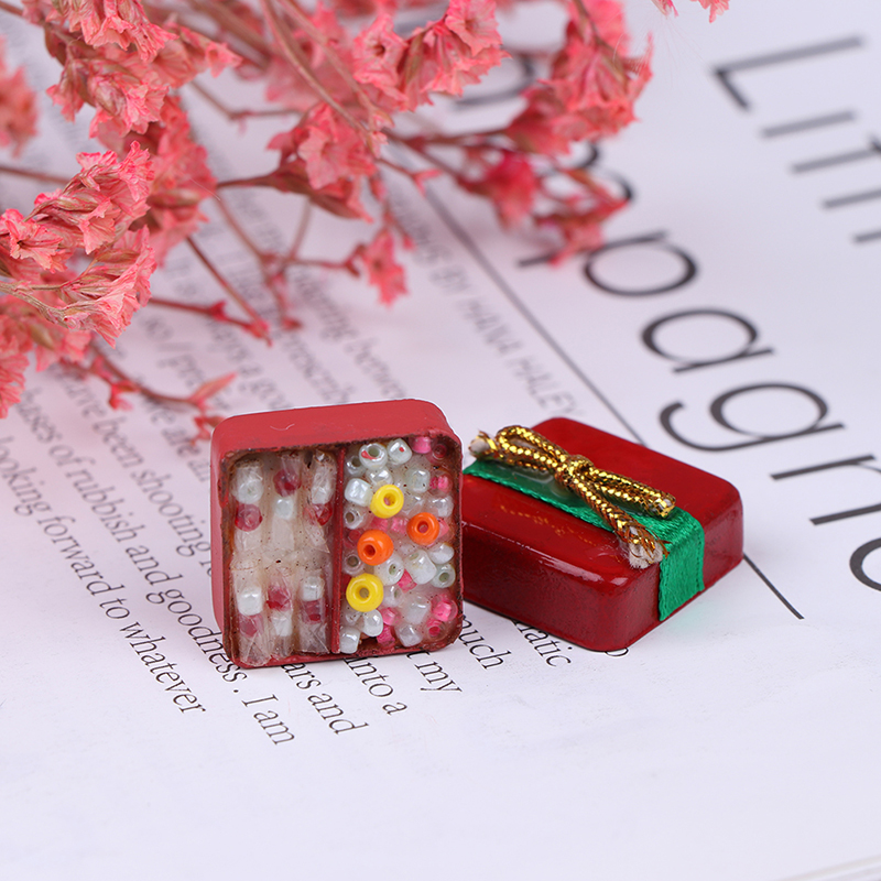 1 Set 1:12 Doll House Miniature Red Christmas Ornaments Gift Box With Candy Medol
