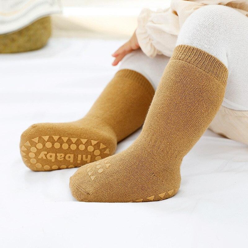 Плотные осенне-зимние носки для маленьких мальчиков и девочек Нескользящие носки-тапочки с резиновой подошвой детские гольфы теплые домаш...