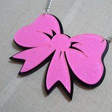 Colar com pingente de laço rosa feminino, lindo colar de acrílico com laço fofo, joias modernas, estilo simples