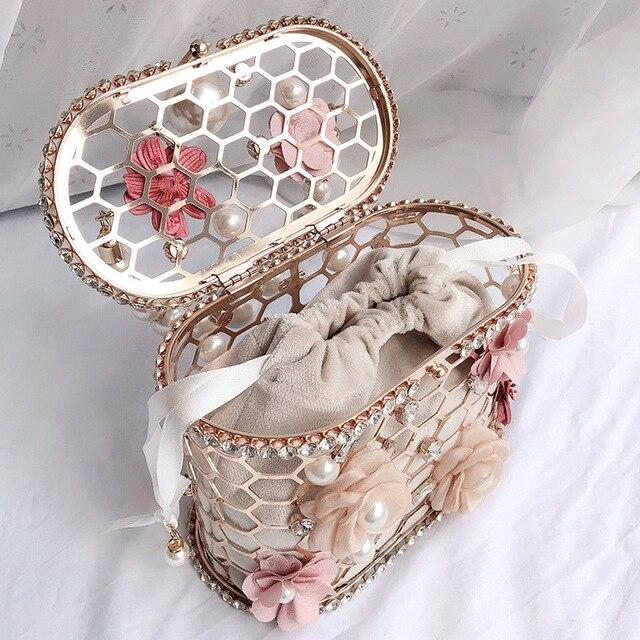 Luxury Elegant Flower Pearl Metal Hollow Handbag   2