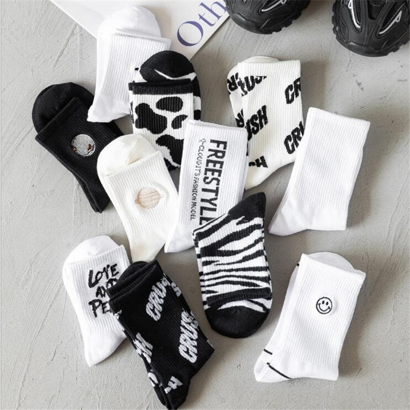 2020 New Women's Socks INS Trend Couple Socks Cotton <font><b>Black</b></font> and White All-match Student Socks Ins Tube Socks <font><b>Pop</b></font> <font><b>Socket</b></font> image