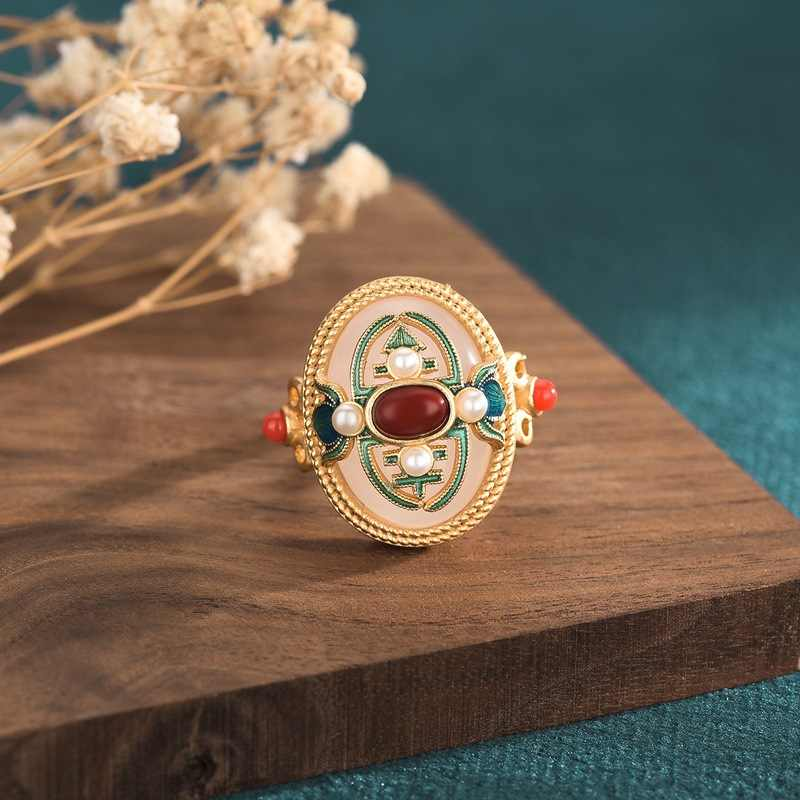 Элегантное старинное эмалированное кольцо из перегородчатой эмали в китайском стиле с множеством сокровищ, инкрустированное белым нефритом и Южным красным Ri