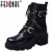 FEDONAS Sonbahar Kış Perçinler Hakiki Deri Kadın yarım çizmeler Punk Motosiklet Botları parti ayakkabıları Kadın Toka Kadın kısa çizmeler