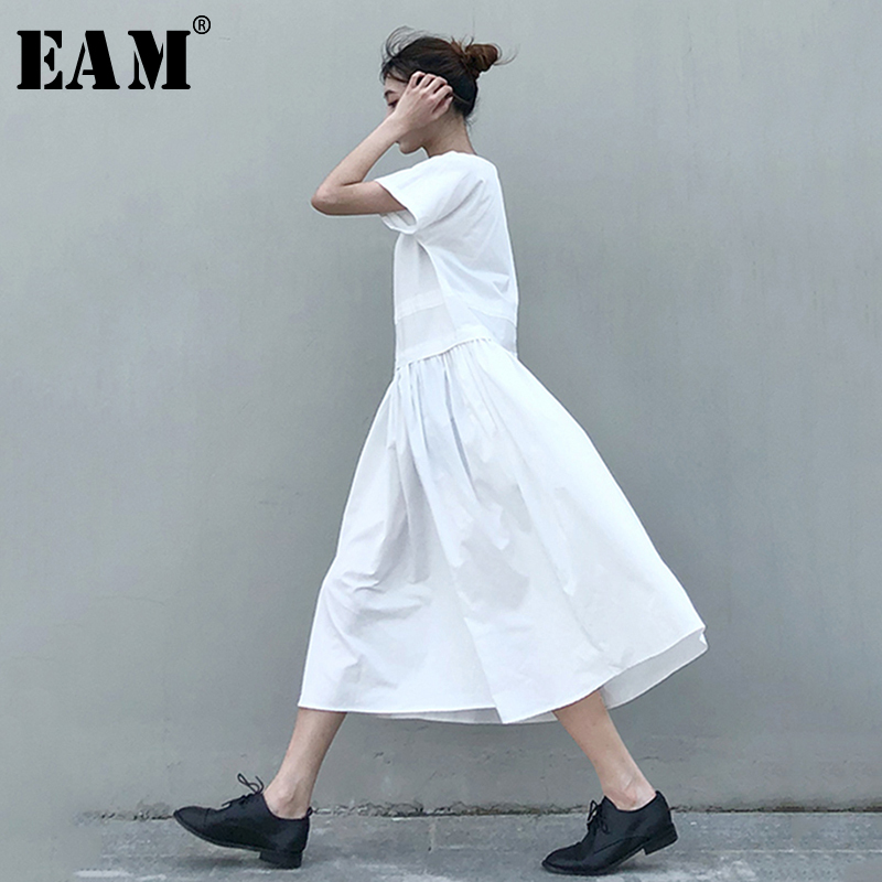 [EAM] Women Brief Pleated Split Temperament Dress New Round Neck Short Sleeve Loose Fit Fashion Tide Spring Autumn 2020 1N647
