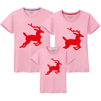 Wesołych łoś bożonarodzeniowy rodzina pasujące ubrania mama i ja T shirt matka córka syn stroje mama koszulka dziewczynka chłopcy T Shirt tanie i dobre opinie campure Damsko-męskie Koszulki 7-12m 13-24m 25-36m 4-6y 7-12y 12 + y COTTON CN (pochodzenie) CZTERY PORY ROKU moda SHORT
