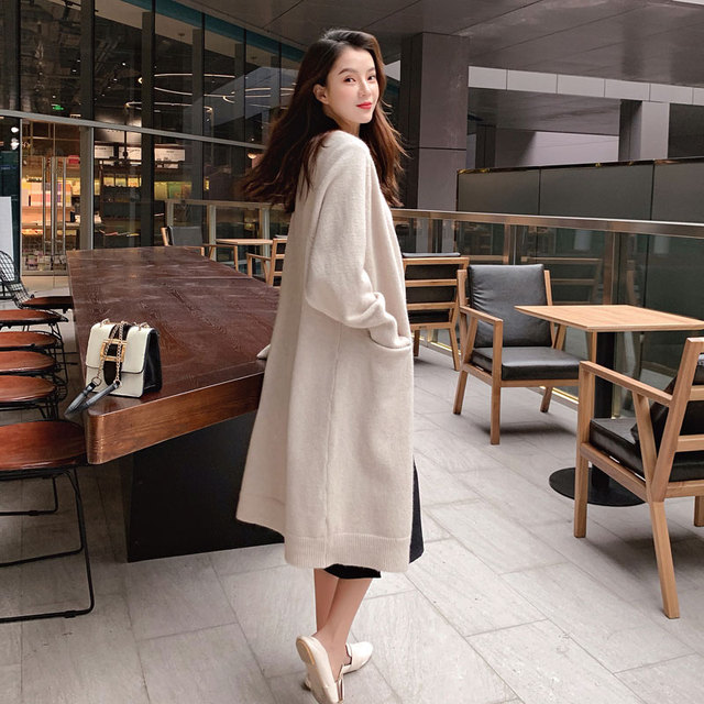 Long lazy cardigan with v neck in solid color