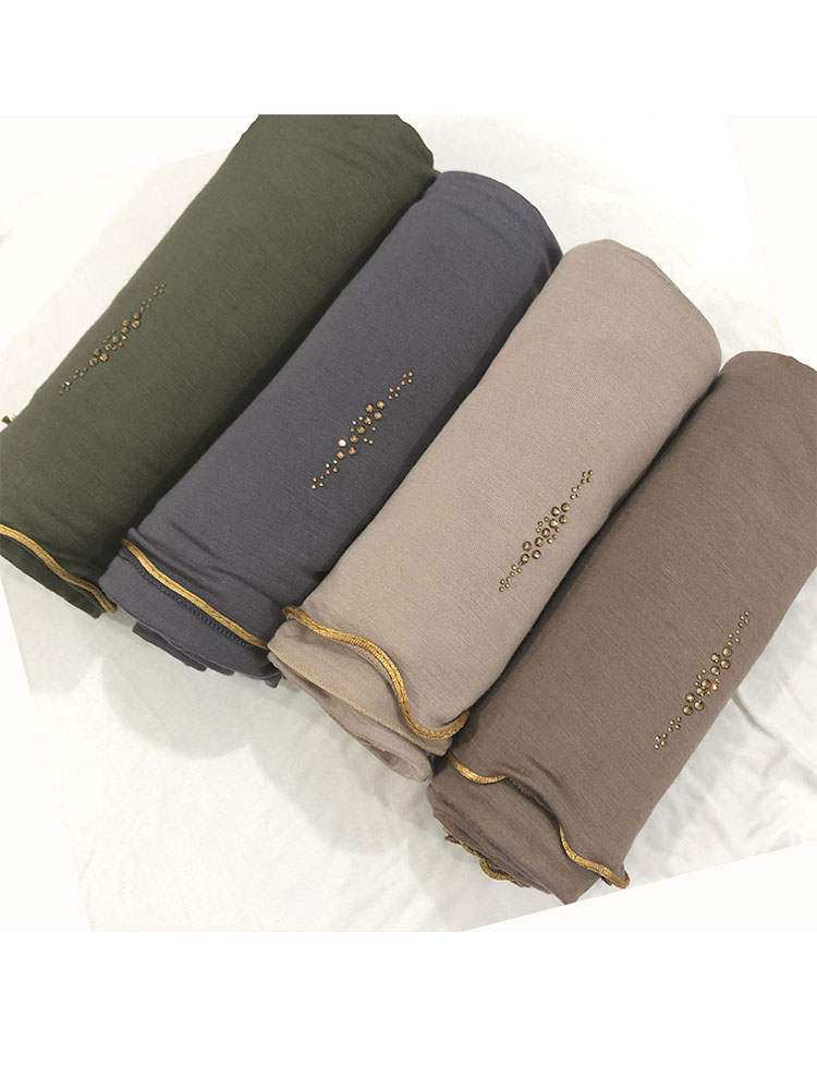 Hijab-Headscarf Jersey Islamitische Rhinestone Indiase 17 with D17-Design One-Golden-Lines