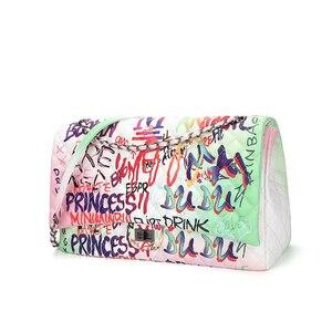 Image 5 - 26 センチメートル中規模カラフルな落書き虹バッグ女性のための 2019 の高級ハンドバッグ女性のバッグデザイナーの女性のクロスボディショルダーバッグ