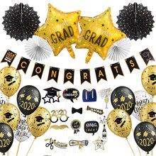 Graduación 2020 con globos de látex, cartel de felicitaciones colgante, utilería para cabina de fotos, adornos para fiesta de graduación