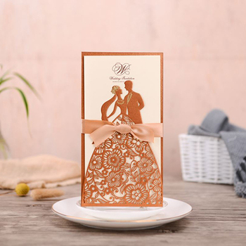 (50 pieces/lot) Bride & Groom Laser Cut Gold Wedding Invitation Card Customized Print Red Navy Wedding Cards With Ribbon CX171G