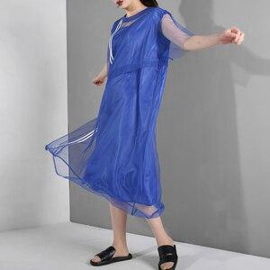 Image 4 - [EAM] جديد 2020 للربيع والصيف ، فستان قصير الاكمام مع فتحة مخططة باللون الازرق ، فستان كبير الحجم للنساء موضة WG9060