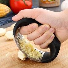 1pcs Kitchen Stainless Steel Garlic Press Manual Garlic Mincer Chopping Garlic Tools Curve Fruit Vegetable Kitchen Gadgets Tool