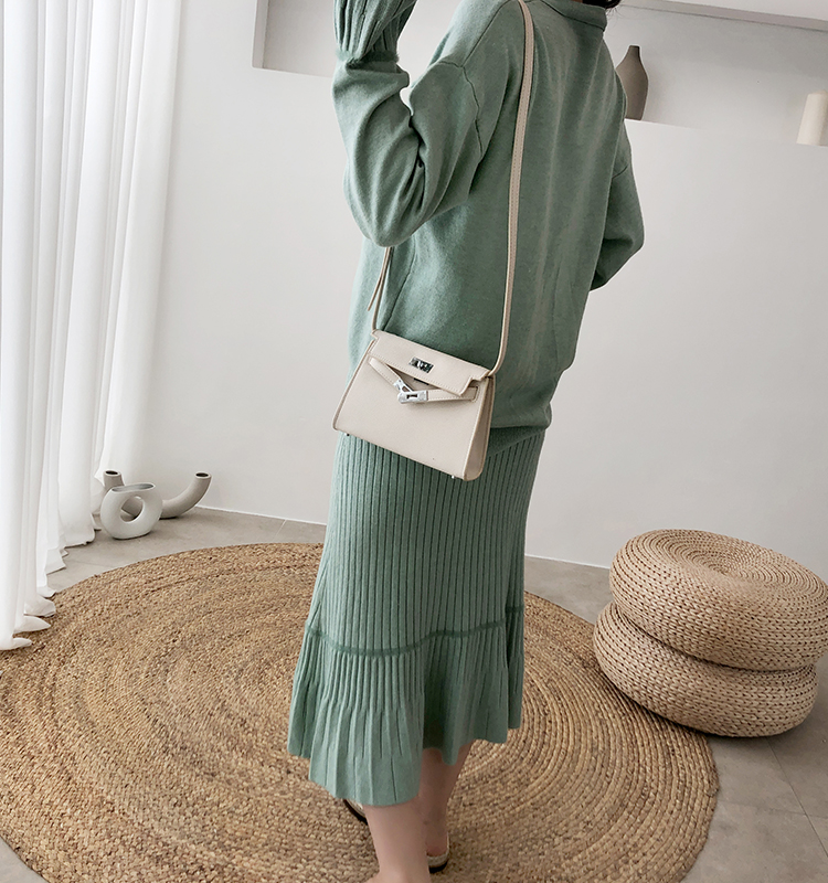 H725fb2980acc4fd0a2d2dc7f360a7aa3k - Autumn / Winter V-Neck Flare Sleeves Jumper and A-Line Midi Skirt