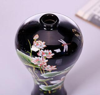 "Chinese old black porcelain ornaments /""lotus high feet/"" vase"