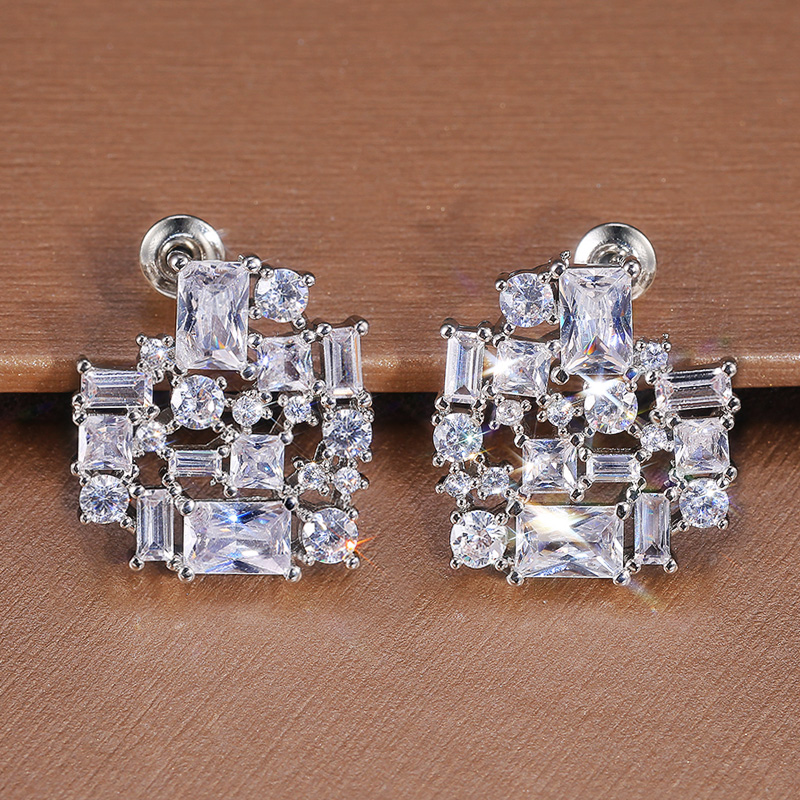 Huitan Silver Color Heart Stud Earrings for Women Brilliant Cubic Zirconia Bridal Wedding Engagement Trendy Jewelry Dropshipping
