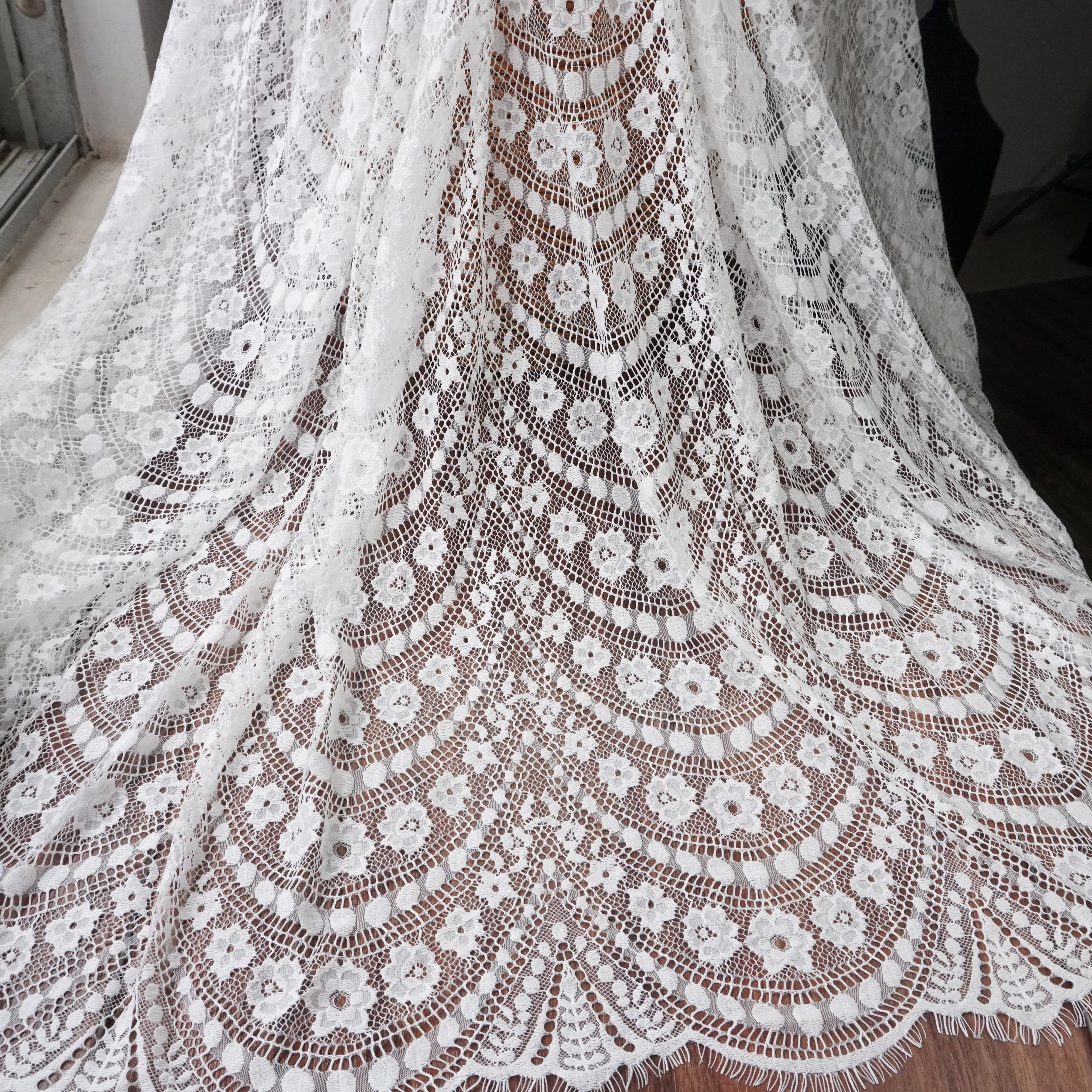 Height 1.5 meters, Length 3 meters per piece wedding lace fabric for bridal dresses! 2019 NEW elegant lady gowns eyelash!