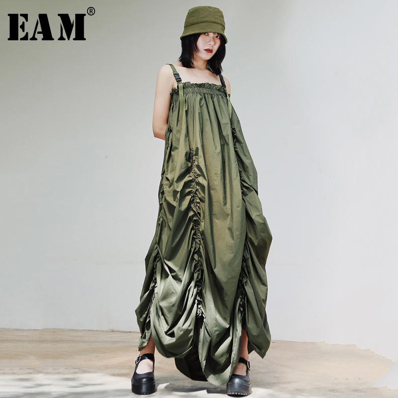[EAM] Women Army Green Pleated Asymmetrical Spaghetti Strap Dress New Sleeveless Loose Fit Fashion Tide Spring Summer 2020 1S907