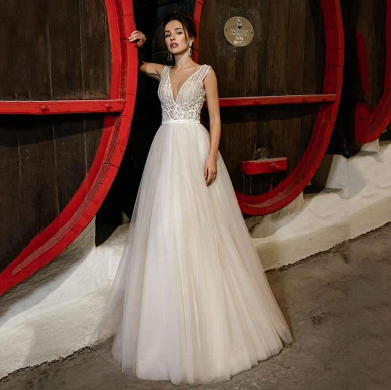 Eightree Beach Boho Wedding Dress Vestido De Noiva Gelinlik Bridal Dress Sleeveless Robe De Soiree Shiny V Neck Wedding Gowns