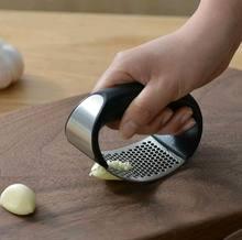 1 Uds prensador de ajos de acero inoxidable Manual de ajo picadora cortar herramientas para ajo curva vegetal de la fruta de herramientas de cocina Gadgets