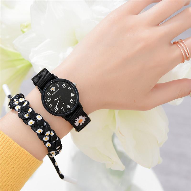 Small Daisy Wrist Watch Women Fashion Nylon Strap Dress Quartz Watch Simple Wild Girlfriends Couple Watch Birthday Gift Women