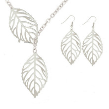 Fashion Jewelry Simple Personality Temperament Necklace Female Statement Wholesale Earrings Set WD550