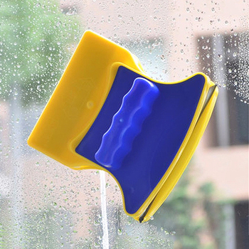 Magnetic window cleaners
