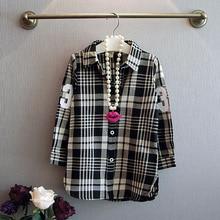 Модная версия детской одежды для девочек; г. Осенняя одежда; стиль; детская повседневная клетчатая рубашка с длинными рукавами и цифрами; пальто