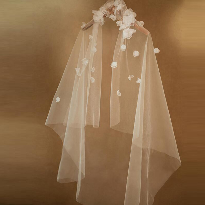 2020 Wholesale Charming White Bridal Wedding Veils Tulle 1.5 m Bride Veils One Tier With Flowers Wedding Accessory On Sale