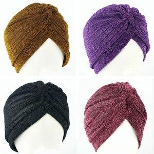 Image 1 - 10 stücke 12 Farben Wunderschöne Gold Turban Kappe Plain Glänzenden Schimmer Glitter Sparkly Indische Hüte Moslemisches Hijab Für Frauen
