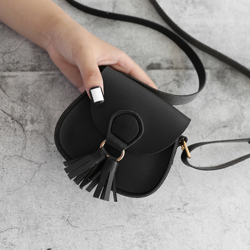 2019 New Women Fashion Bags Solid Color Soft Surface Simple Tassel Decorative Shoulder Shopping Bag Womens Mini Crossbody Bag
