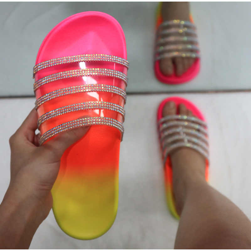 Sommer Hausschuhe frauen Schuhe Non-slip Strand Nicht Slip Plus Größe Damen Rutschen Strass Regenbogen Farbe Im Freien Weibliche 2020 neue