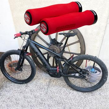 Kierownica do roweru górskiego Grip antypoślizgowa gąbka lekki rower uchwyty do górskich uchwyty rowerowe części rowerowe dropshipping tanie i dobre opinie Sponge 12 cm 2 2cm 2 pcs Kids Bikes Mountain Bikes Road Bicy Bicycle Handlebar Cover A2A029 bicycle handles bicycle parts