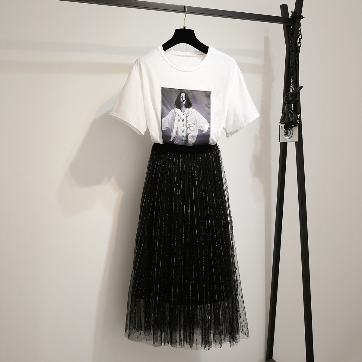 Embroidered Diamond Set Sequin Beads Short Sleeve T-shirt + High-waisted Industrial Liangsi Gold Beads Fairy Skirt Gauze Skirt