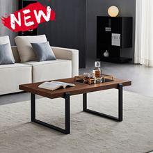 Tavolino moderno minimalista con struttura in metallo nero e tavolino quadrato in noce